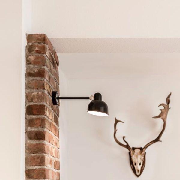 Dusseldorf wandlamp aan stenen muur - Verlichting van Toen