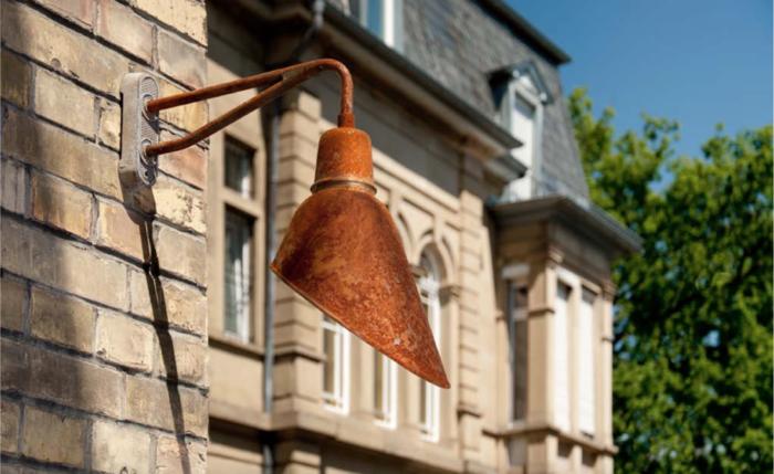 Nostalgie industriele wandlamp bij kasteel - Verlichting van Toen